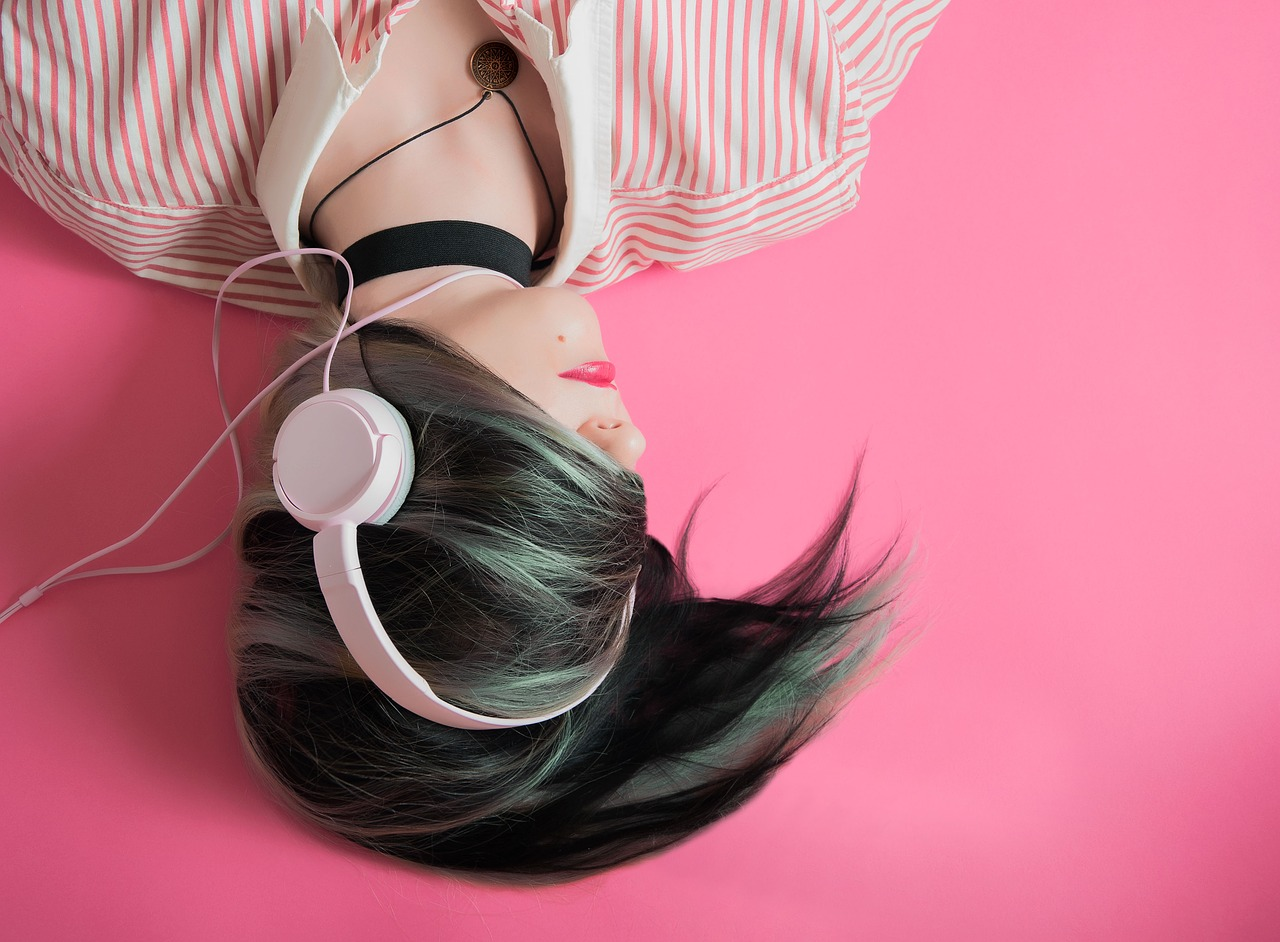 Image by whoalice-moore from Pixabay; music; how music affects mental health